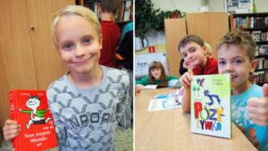 Uczniowie z wypożyczonymi z biblioteki książkami.